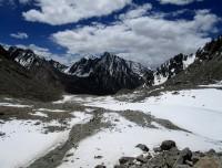 Down hill towards Juthulpuk after crossing Dolma La